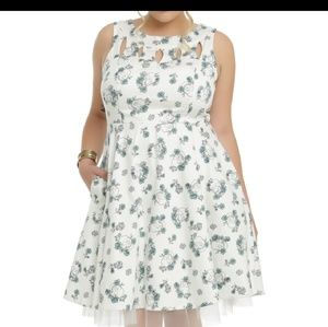 Hot Topic Fully Lined Skull and Roses Dress